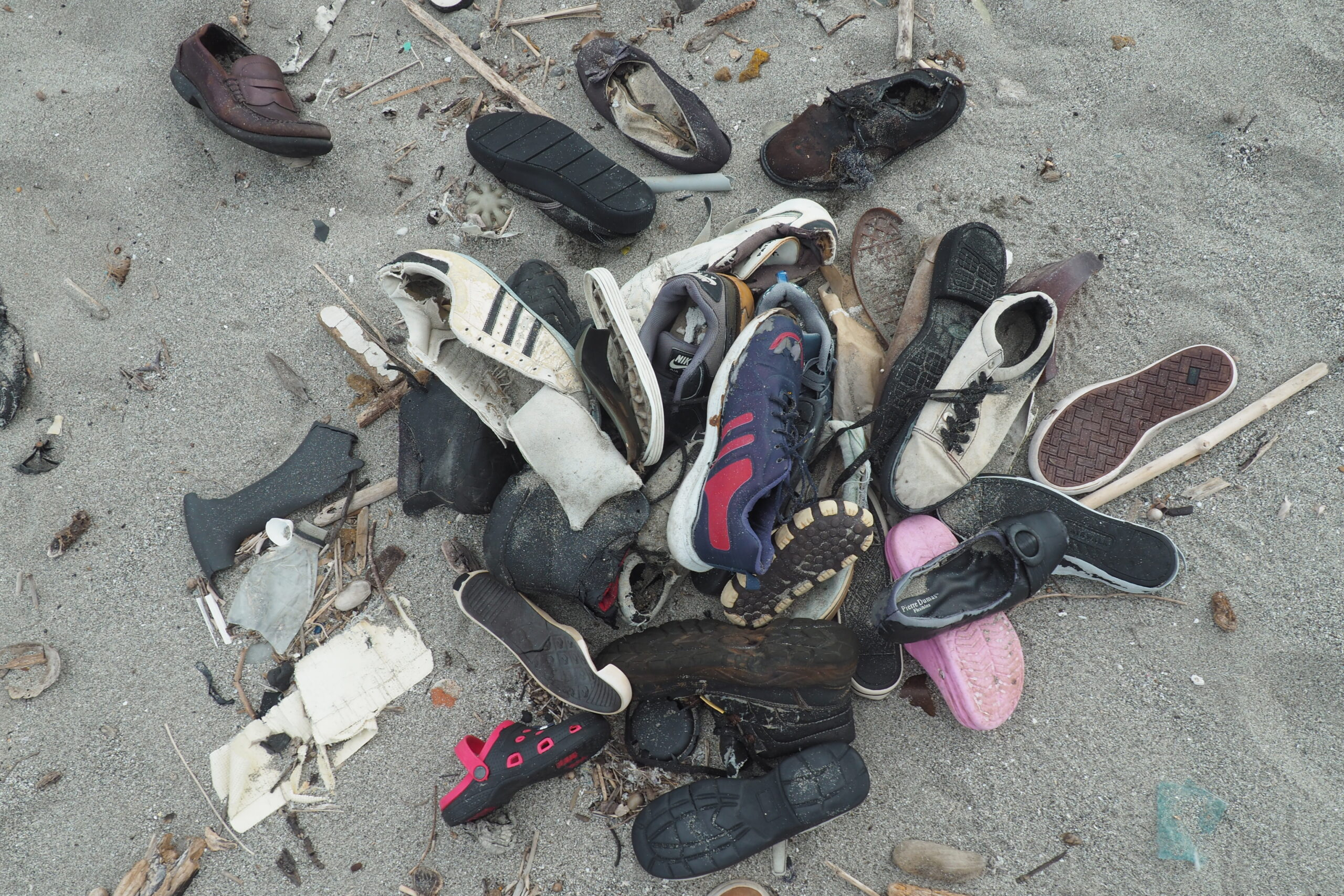 shoes,cleaning,ocean